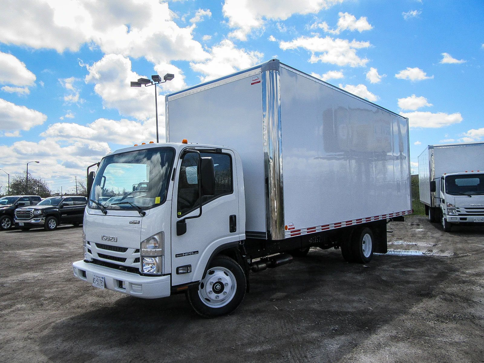 Used 2017 Isuzu NPR 20ft Cube Truck