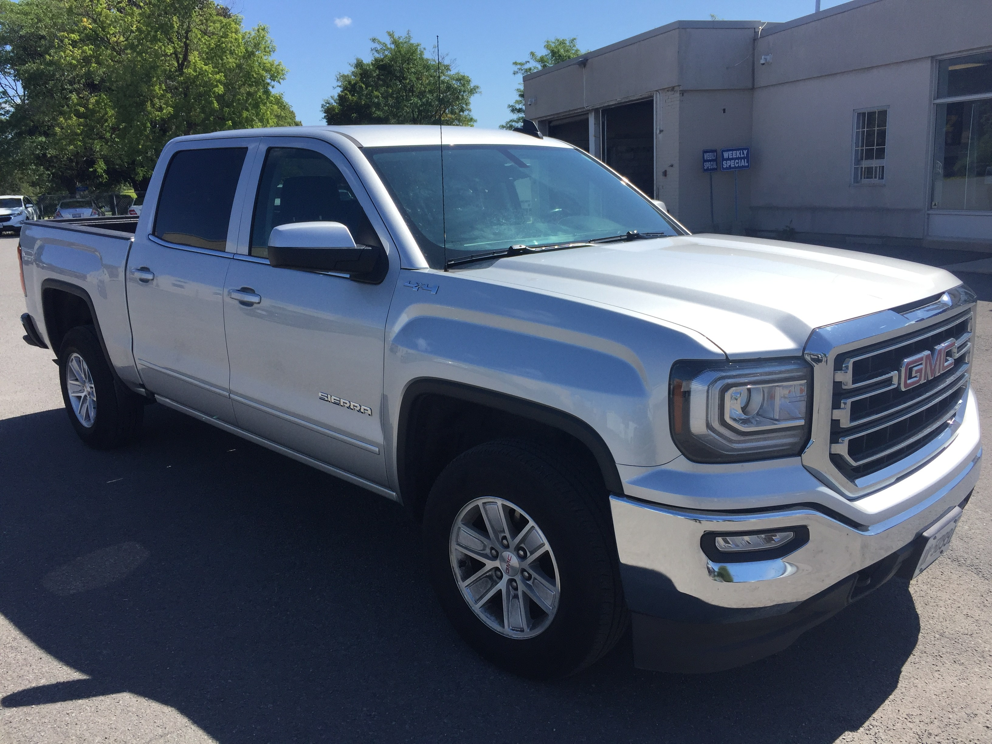 Used 2018 GMC Sierra 1500 Crew Cab 4WD, Sales Price $36,995